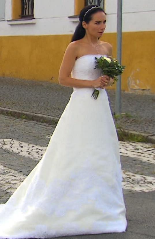 Sandra si zahrála nevěstu na vážkách