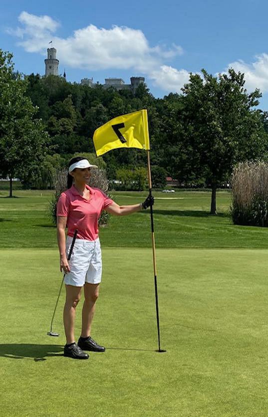 Gábina moderovala golfový turnaj na Hluboké a stihla si také zahrát.