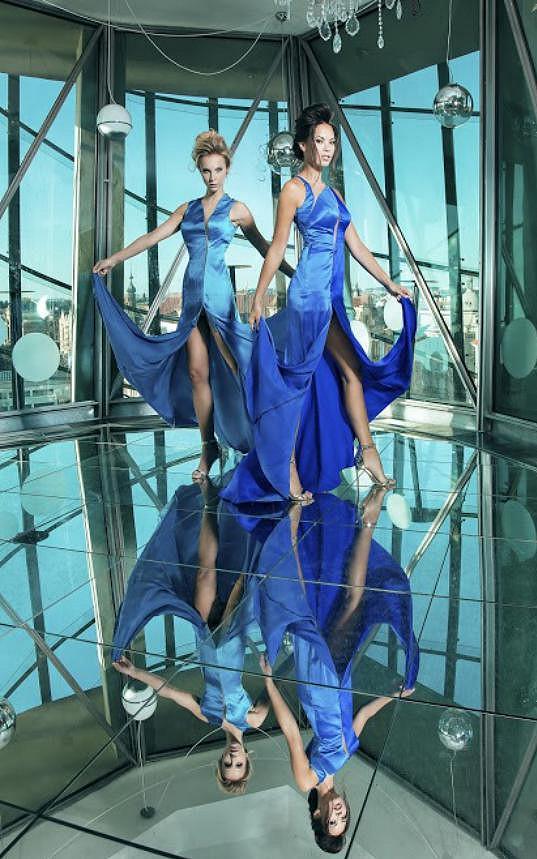 Monika a Tereza v modelech z kolekce Oceán
