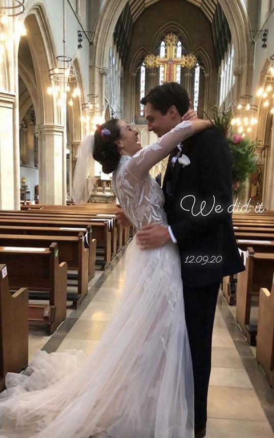 Jessica Brown Findlay se o víkendu provdala za Ziggyho Heatha