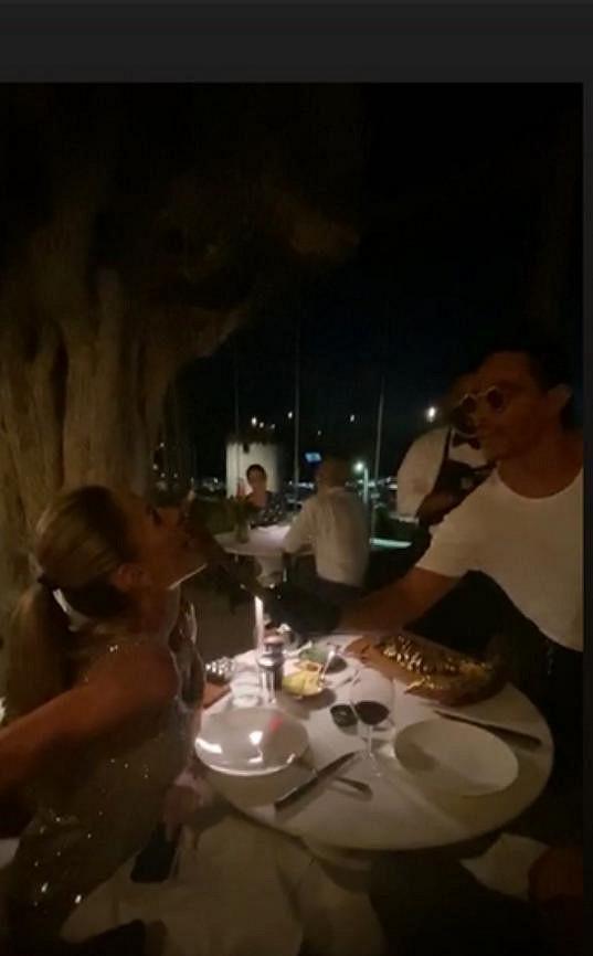 Podařilo se jim udělat rezervaci v restauraci slavného řezníka Salta Bae.