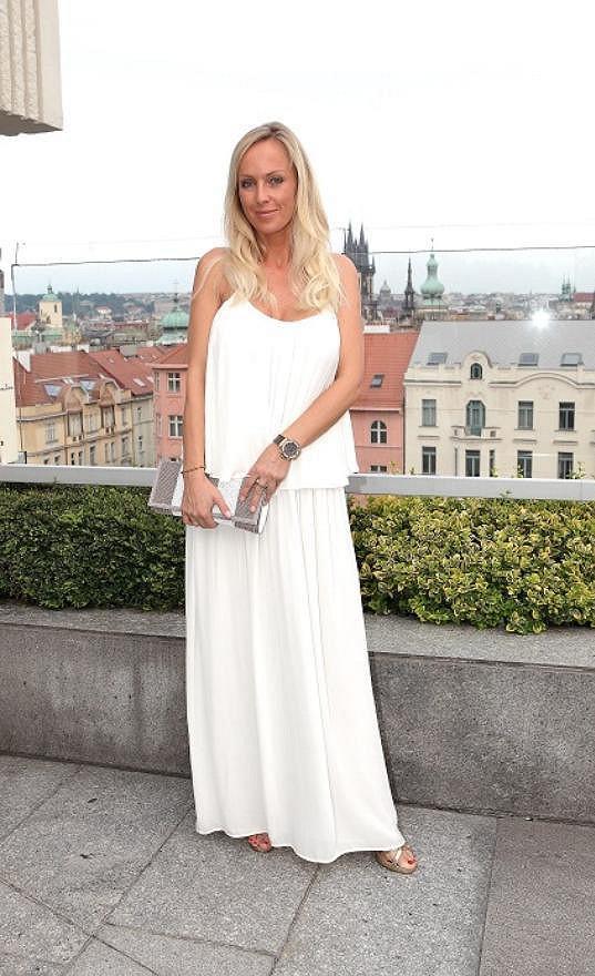 Zuzana Belohorcová už nosí volné šaty.