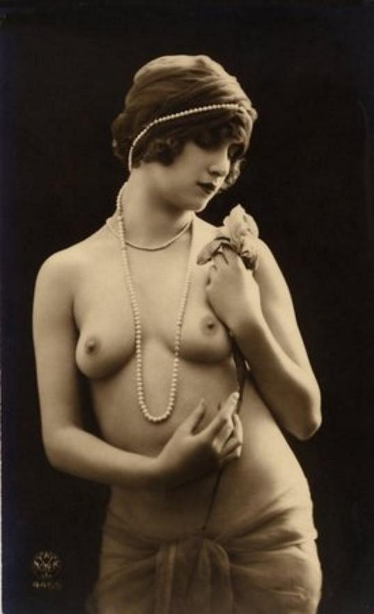 Erotická fotografie pocházející z Francie.
