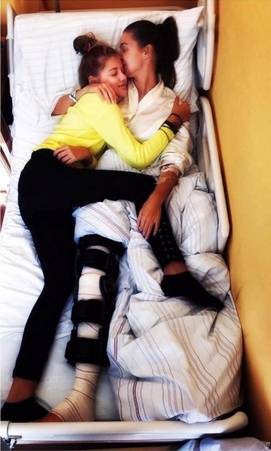 V nemocnici Kubelkovou navštívily její dcery.