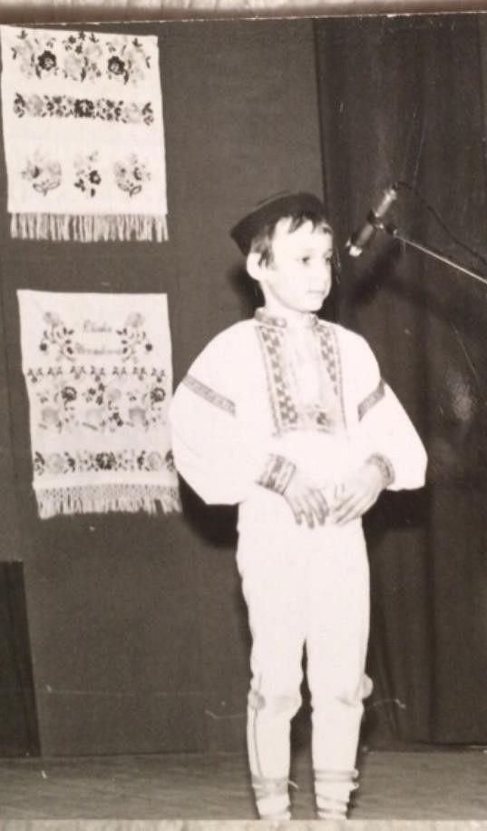 Hudbě se začal věnovat už v dětství.