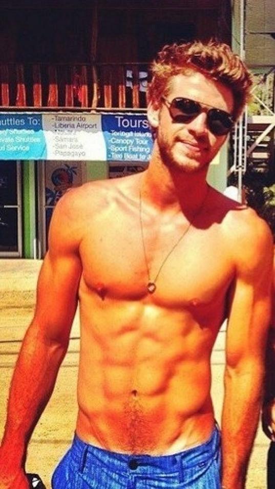 Liam Hemsworth je kus.