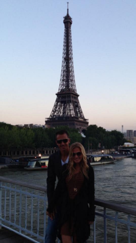Michaela Ochotská fandí svému Lukášovi na pařížském Roland Garros.