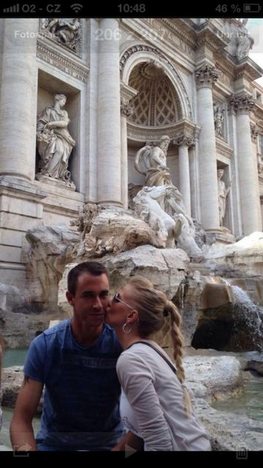 Míša, Lukáš a jejich polibek u Fontány di Trevi.