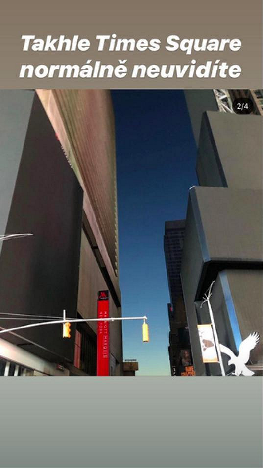 Nefunkční poutače na Time Square jsou skutečně nevšední podívanou.