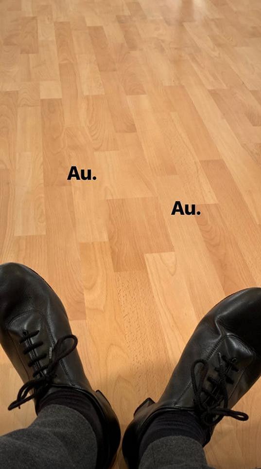 Své nohy v taneční obuvi začal trápit i youtuber Kovy.