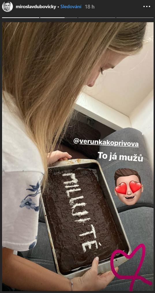 Dubovický chtěl fanouškům ukázat, jaké narozeninové překvapení mu Veronika upekla.