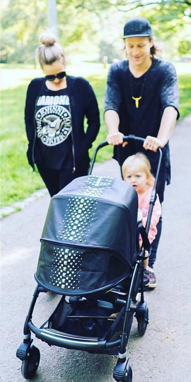 Celá rodina na procházce