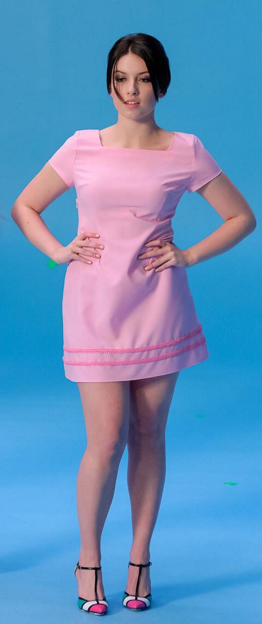 Nejmladší členkou Aquababes je šestnáctiletá Monika Pavlačková, která 3 roky studovala sólový zpěv.