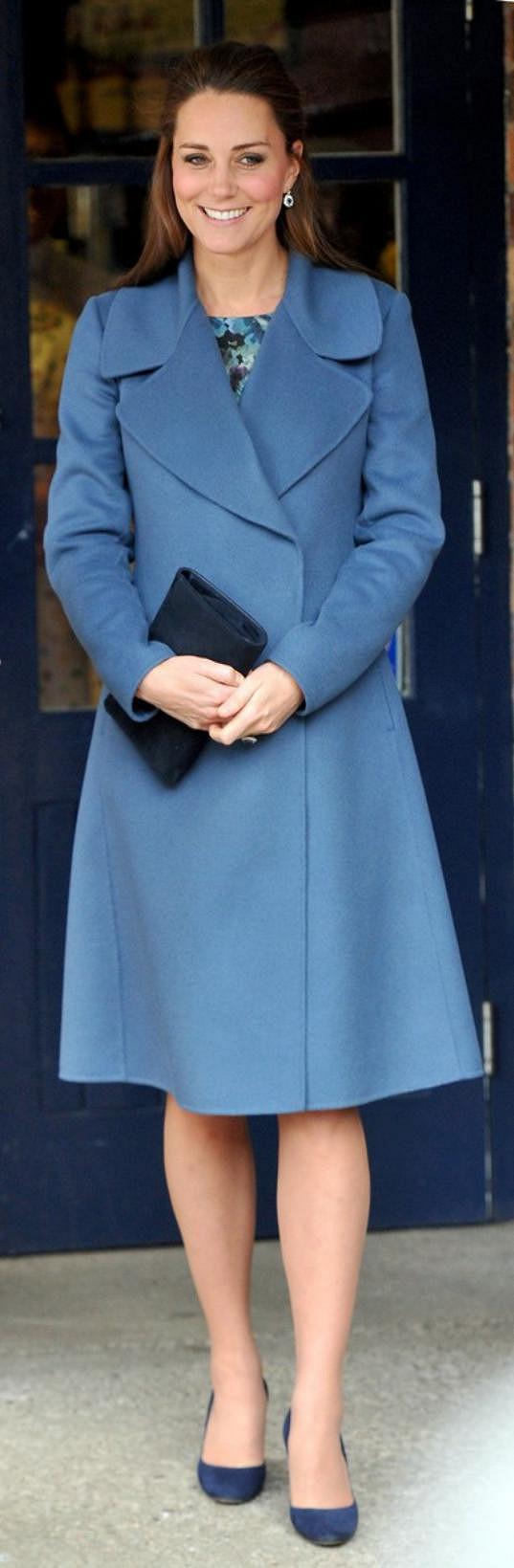 Vévodkyně z Cambridge zářila opět v modré.