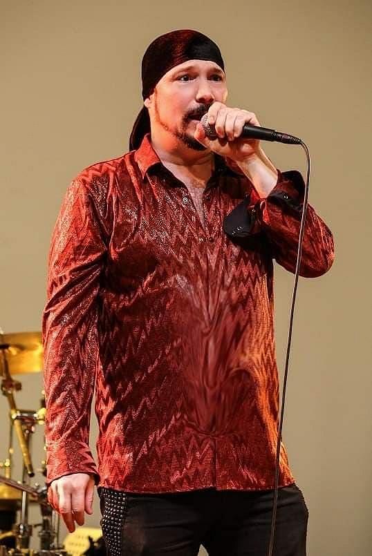Zpěváka jsme zastihli na jeho koncertě v pražské Stromovce.