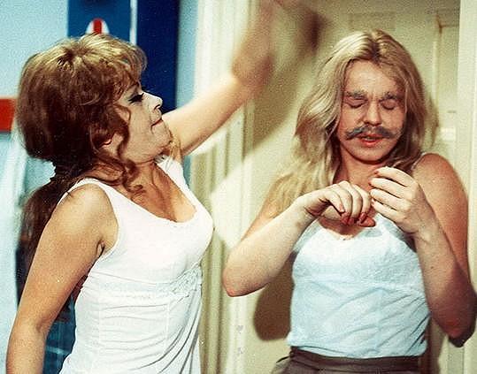 Jiřina Bohdalová a Iva Janžurová v komedii Čtyři vraždy stačí, drahoušku