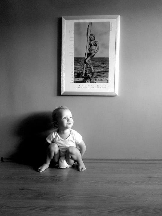 Syn Simony Krainové Max pózuje jako rozený model.