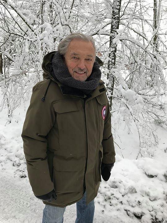 Karel Gott na předvánoční procházce