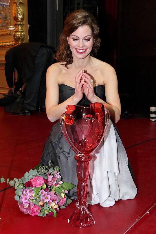 Hana Holišová se svou cenou Thálie pro nejlepší muzikálovou herečku.