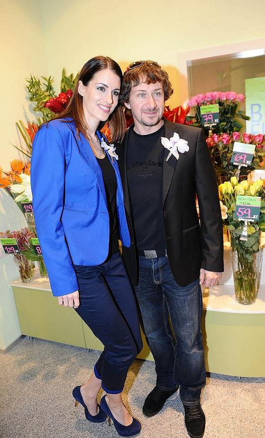 David Křížek manželce Lucii květiny kupuje jednou měsíčně.