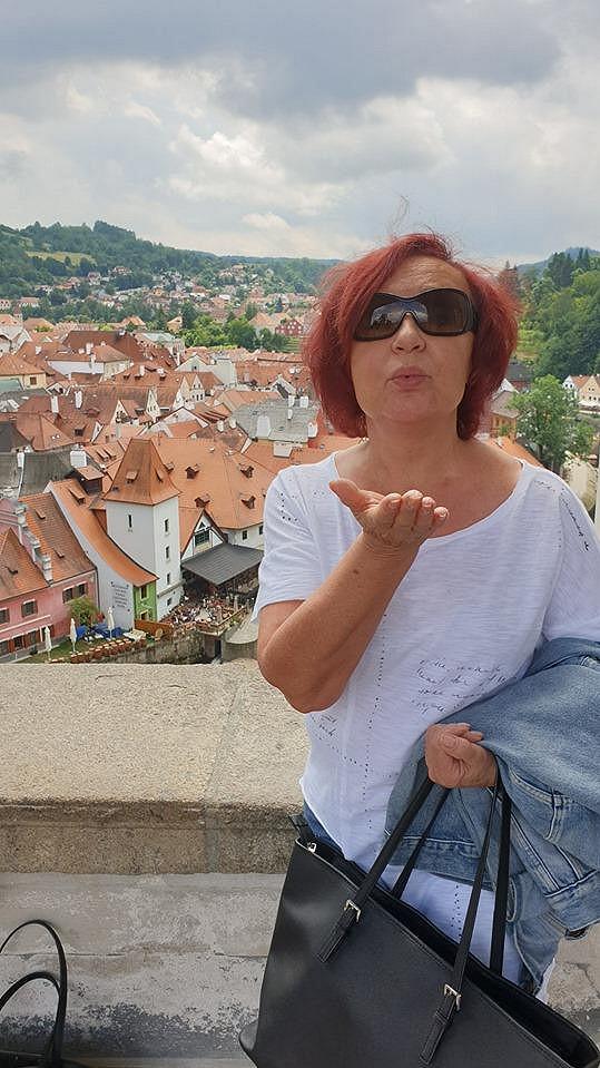 O prázdninách také s kamarádkou jezdí na výlety v českém kraji.
