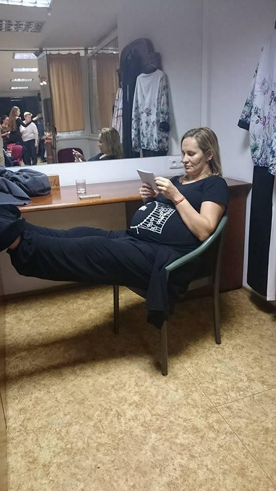 Takhle ji fotograficky ztvárnil její kolega Aleš Háma před přenosem.
