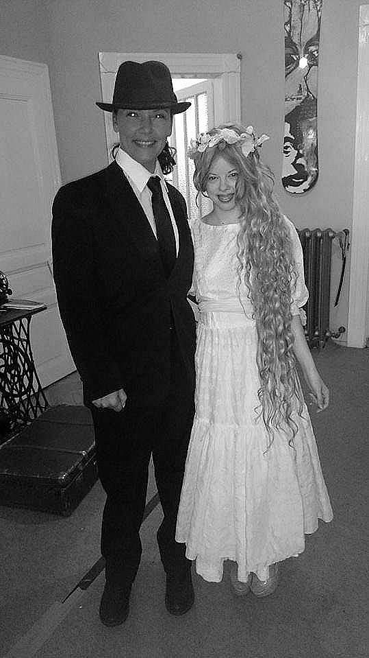 Markéta hrála nevěstu dívky nalevo.
