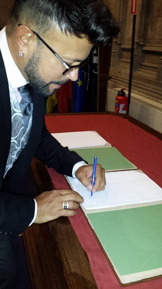 Návrhář se podepisuje už jako ženatý muž.