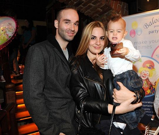 Leona se synem Nikolasem a bývalým přítelem