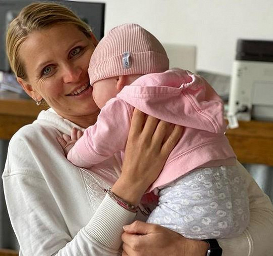 Lucie je spokojenou maminkou.
