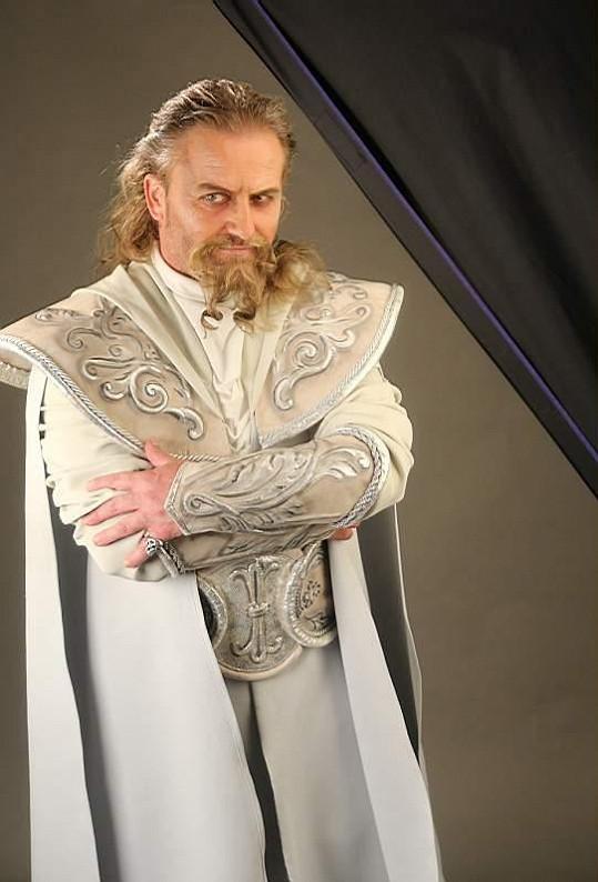 Pepa jako čaroděj ohně String v rockové opeře Klíč králů.