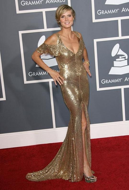 Čtyřnásobná maminka Heidi Klumová je stále krásná.