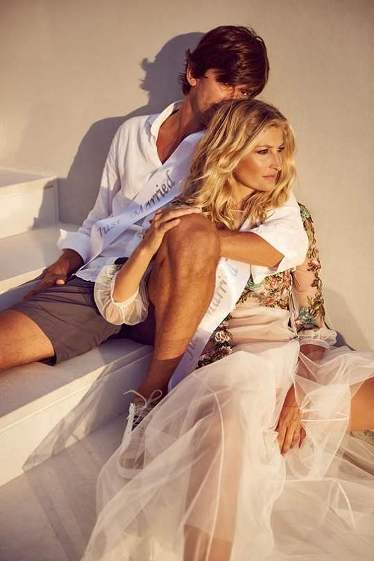 Tereza Maxová a Burak Oymen pózují nyní už jako manželé.