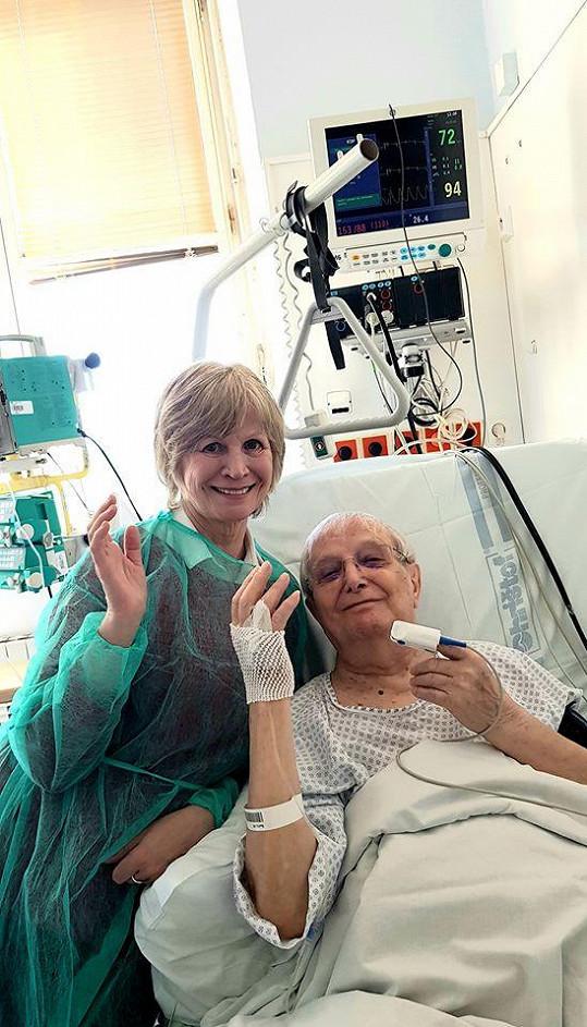 V nemocnici jej navštívila jeho věrná kolegyně a kamarádka Jitka Molavcová.