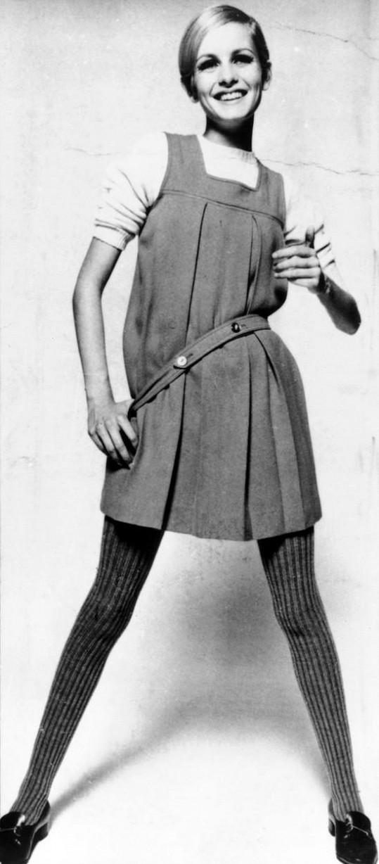 Twiggy udala trend štíhlých modelek androgynního vzhledu.