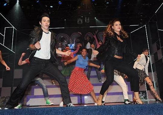 Taneční scéna z Pomády.