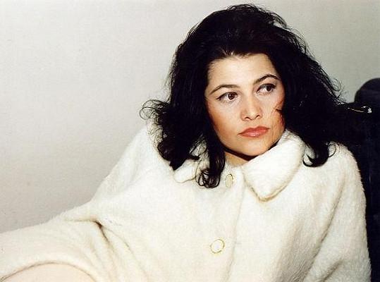 Před dvaceti lety zpívala Ilona své první sólové hity a nosila černé háro.