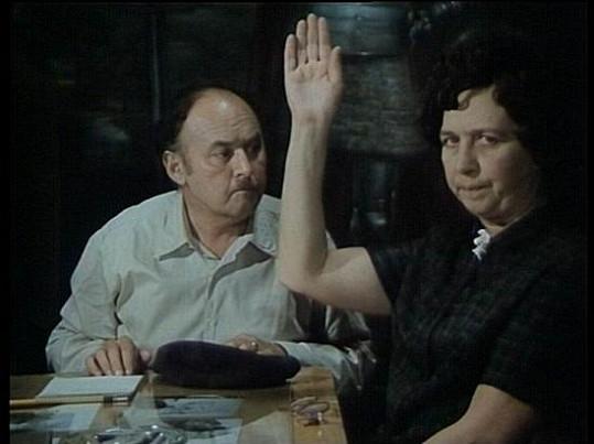 Lubomír Lipský a Věra Tichánková ve filmu Ať žijí duchové!