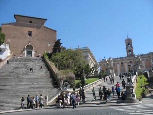 Zlata s Petrem si kostel Santa Maria in Aracoeli prohlédli důkladně.