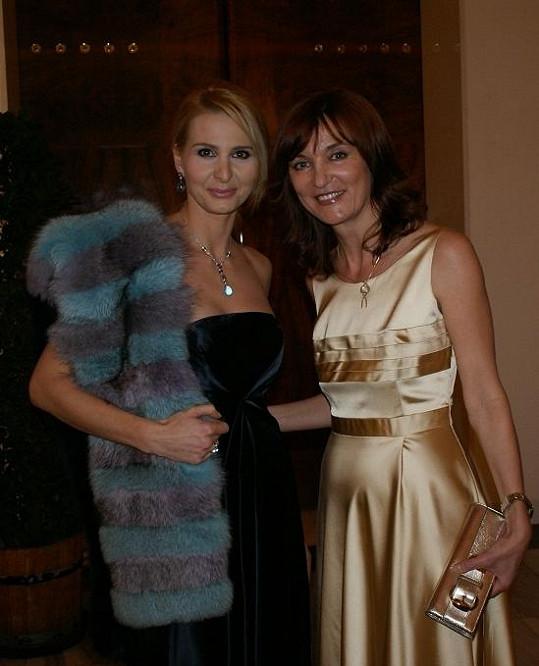 Ivana s módní návrhářkou, která byla švadlenou Gottové i pro Slavíky.
