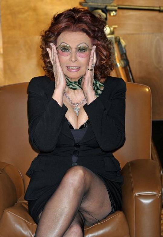 Místo brýlí si měla Sophia hlídat níže posazené partie svého těla.