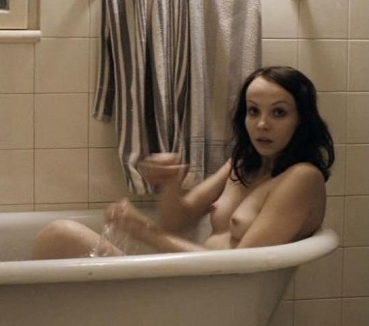 Jana Plodková ukázala své vnady ve filmu Protektor.