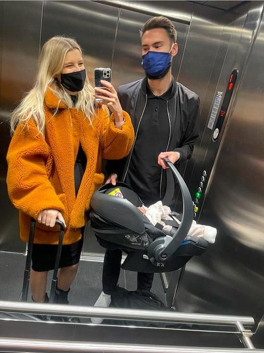 Jitka Nováčková s manželem Timem a dcerkou