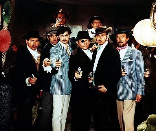 Komedie Čtyři vraždy stačí, drahoušku je stále velmi populární.