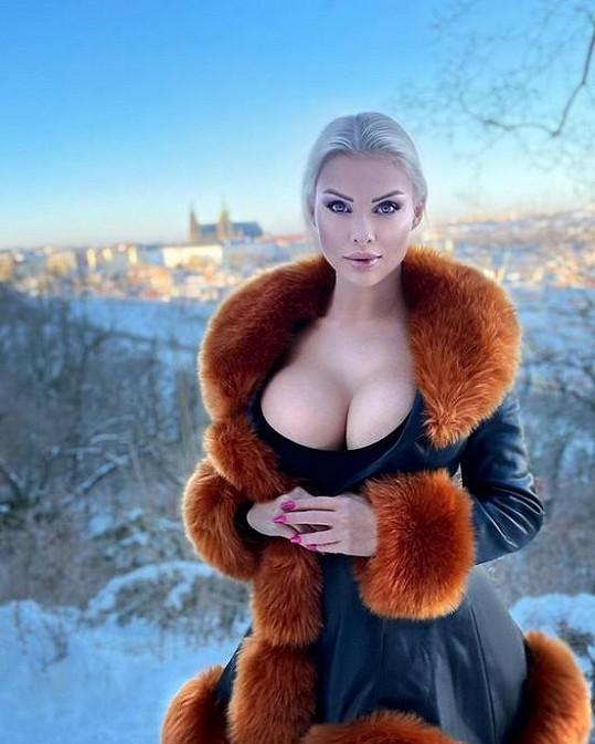 Gabriel Jiráčková má poprsí velikosti 10.
