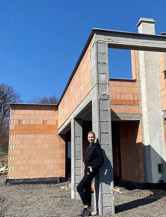 Markéta se pochlubila novým domkem.