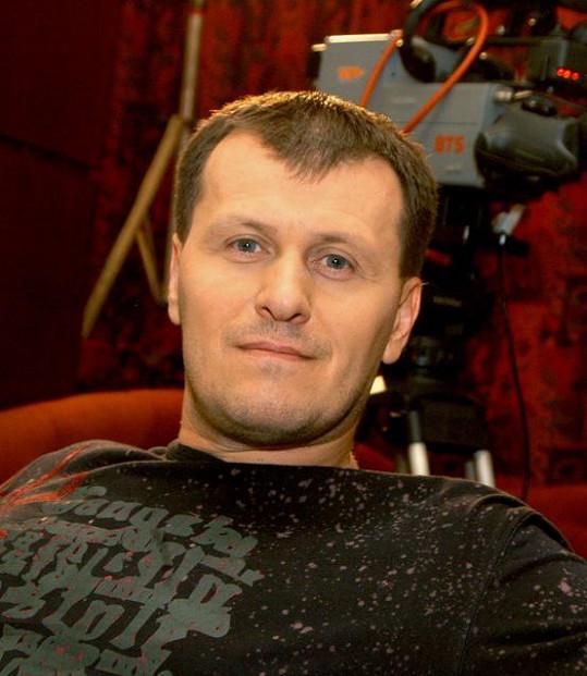 Slovenský moderátor Július Viršík náhle zemřel.