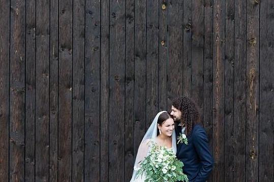 Ewa Farna na svatební fotce s Martinem Chobotem