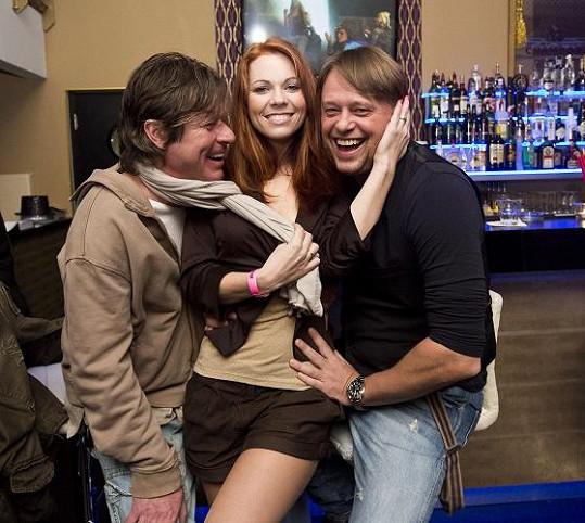 Míša Nosková s producenty Michalem Bělouškem a Viktorem Mrázem.