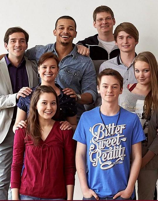 Ben se svými kolegy ze seriálu Ulice